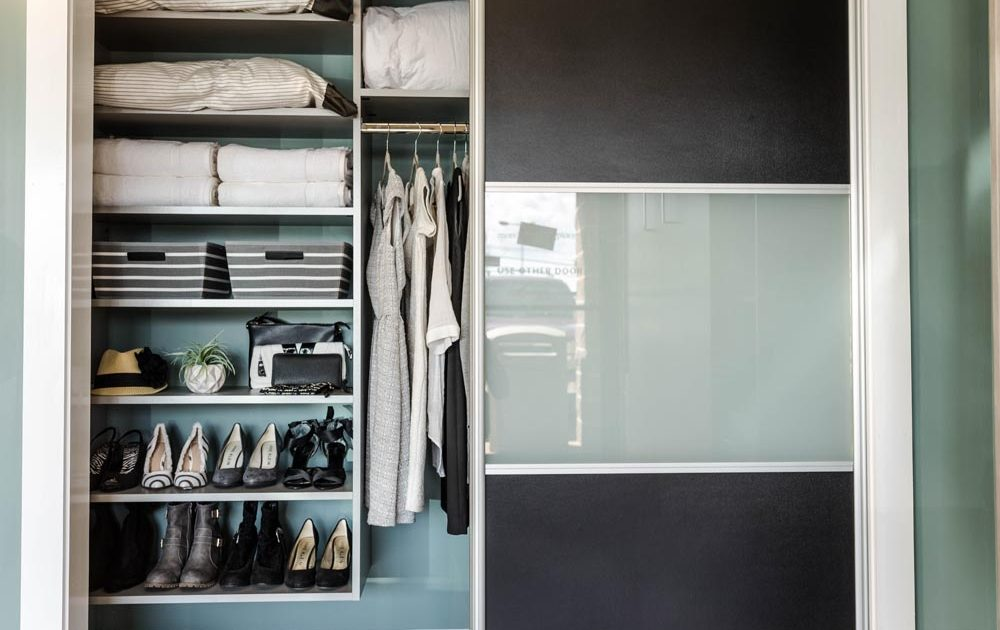 storage inside a walk in closet